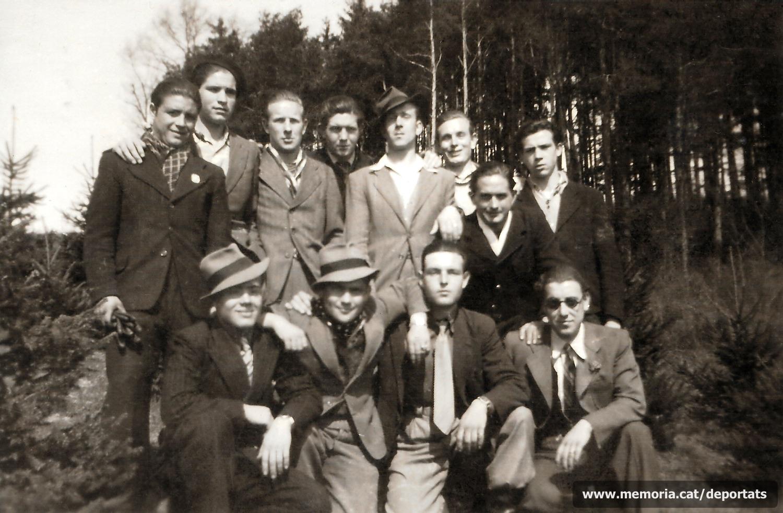 Fèlix Labara Pena (A dalt el segon per l'esquerra) amb els seus companys del grup Poschacher, l'1 d'abril de 1945. Faltava un mes per l'alliberament. Aleshores ja dormien fora del camp de concentració.