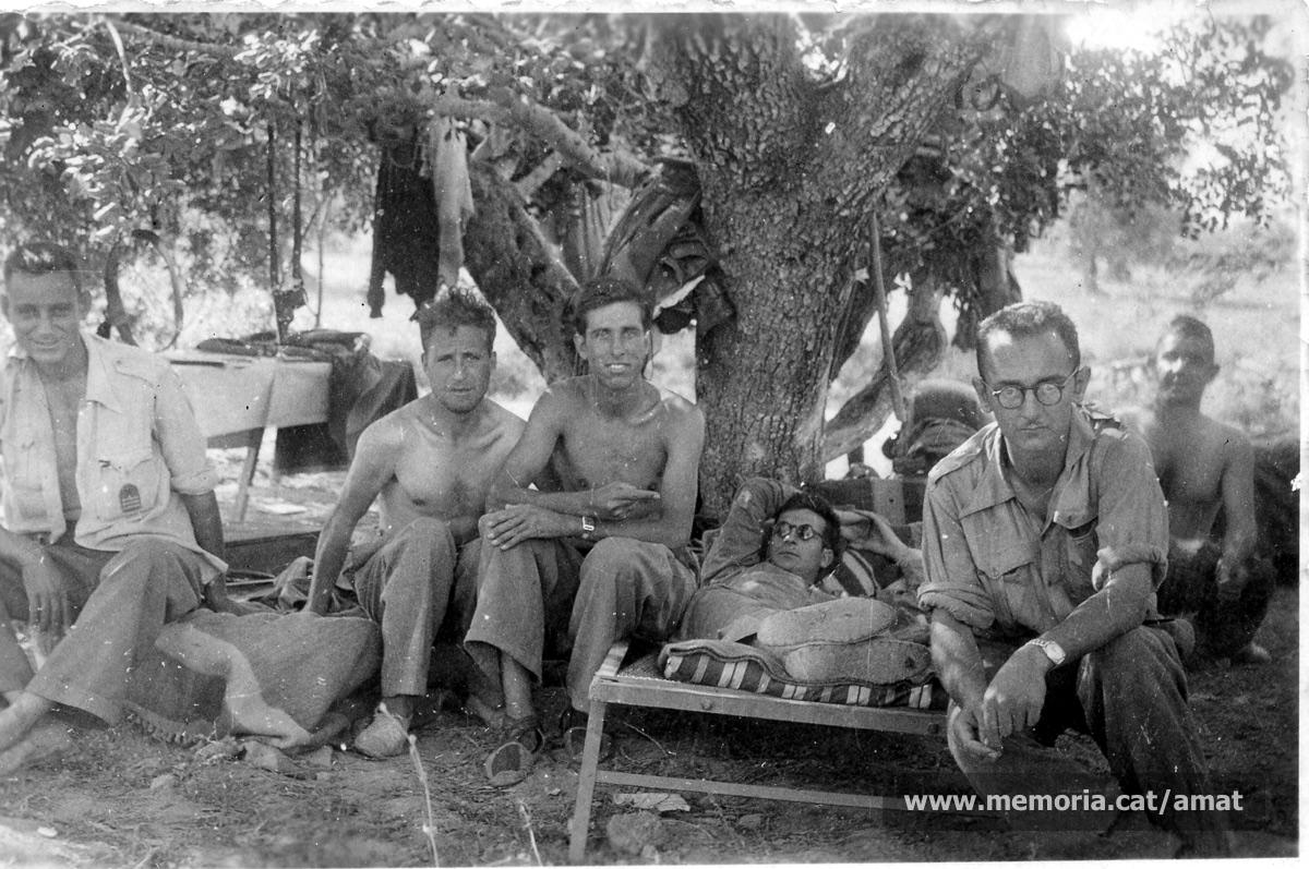 27/6/1938. Amat, a la casa d'uns veïns, a Llevant. (Arxiu Comarcal del Bages. Fons Joaquim Amat-Piniella)