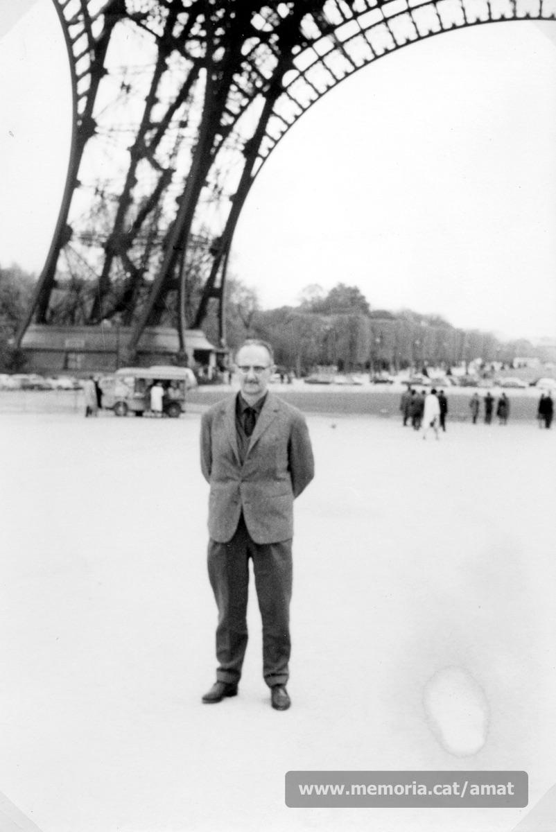 Any 1965. Amat-Piniella a París, durant la celebració del Congrés de la FEDIP (Federación Española de Deportados e Internados Políticos). (Arxiu Comarcal del Bages. Fons Joaquim Amat-Piniella)