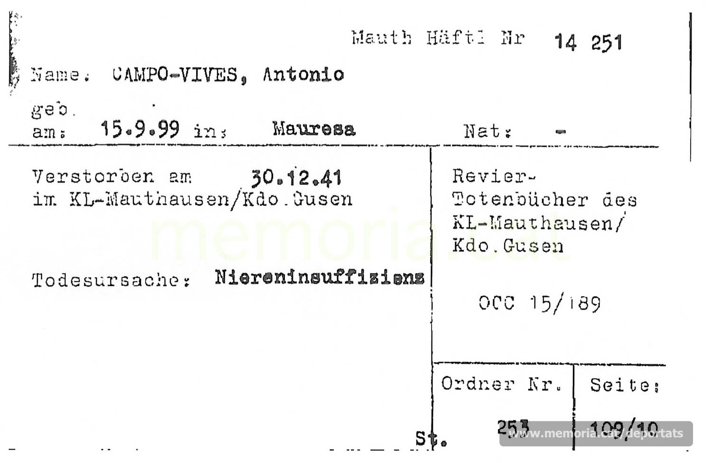 Fitxa de la Creu Roja Internacional registrant la inclusió d'Antoni Camps en el llibre de defuncions de Gusen. La causa de mort que hi consta és una insuficiència renal (Font: ITS Bad Arolsen)