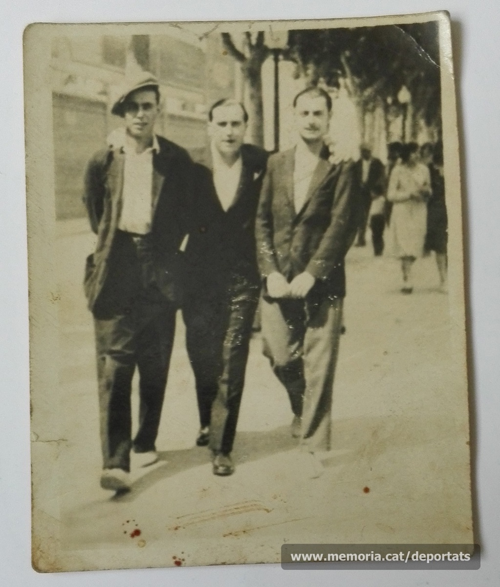 Pere Parés, lloc i data desconegudes. És el de l'esquerra.