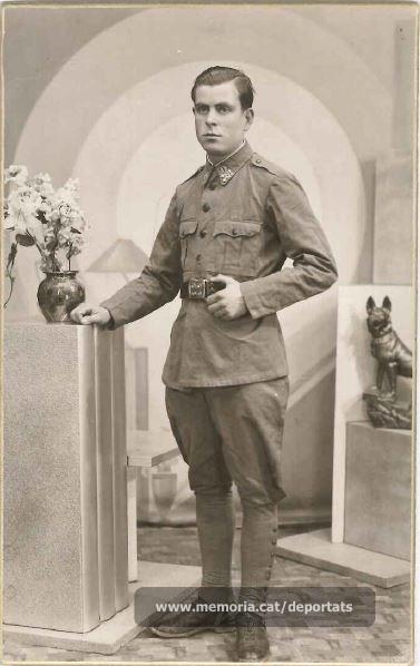Jaume Real fent el servei militar (Font: arxiu particular de M. Rosa Colilles Brichs)