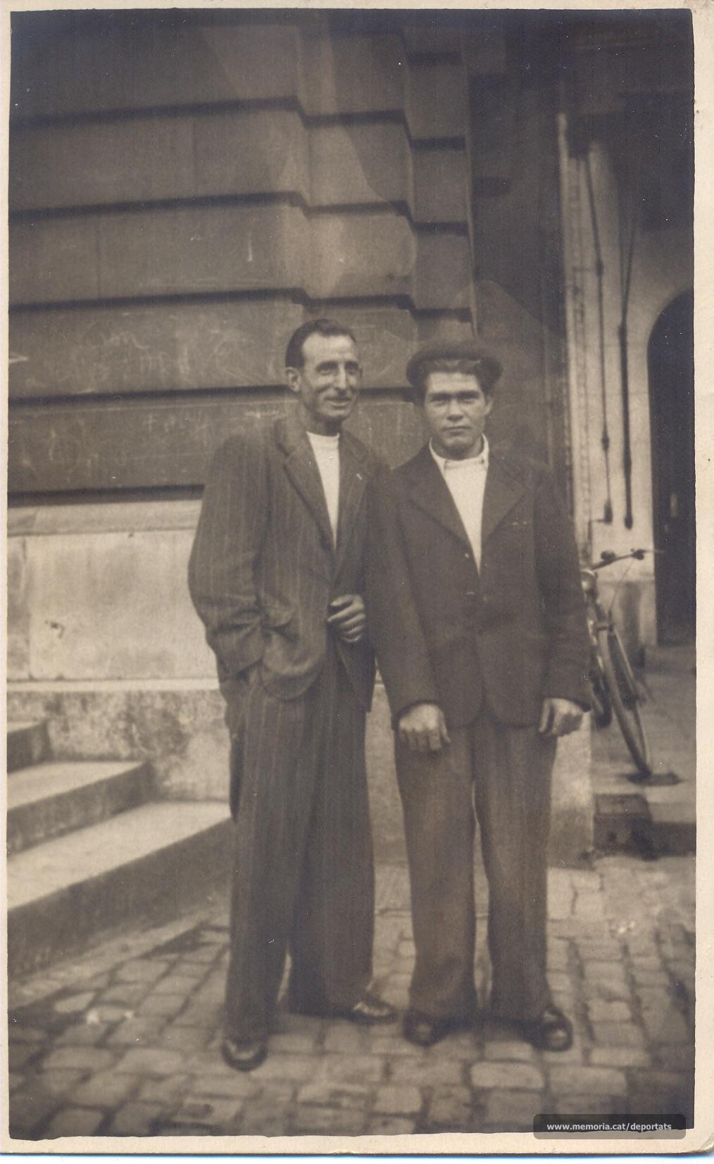 Josep Señal a París, després de ser alliberat. És el de la dreta. Desconeixem la identitat del seu acompanyant. (Font: arxiu particular de Josep Maria Señal)