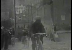 Cursa atlètica i ciclista al seu pas davant la Cova de Sant Ignasi